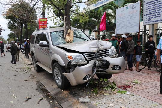 Hiện trường ô tô leo vỉa hè tông chết con, mẹ nguy kịch, tài xế đã sử dụng rượu bia trước khi lái. Ảnh Người Lao Động