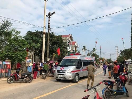 Hà Tĩnh: Dựng cây nêu ngày Tết, 3 anh em bị điện giật bỏng nặng