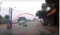 Clip: Đang phóng băng băng, nam thanh niên bất ngờ ngã văng đầy oan ức
