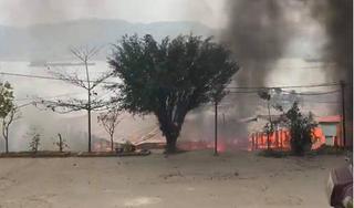 Quảng Ninh: Nhà hàng nổi bốc cháy dữ dội, nhiều tài sản bị thiêu rụi