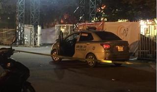 Tài xế taxi nghi bị cứa cổ tử vong trước cửa sân vận động Mỹ Đình