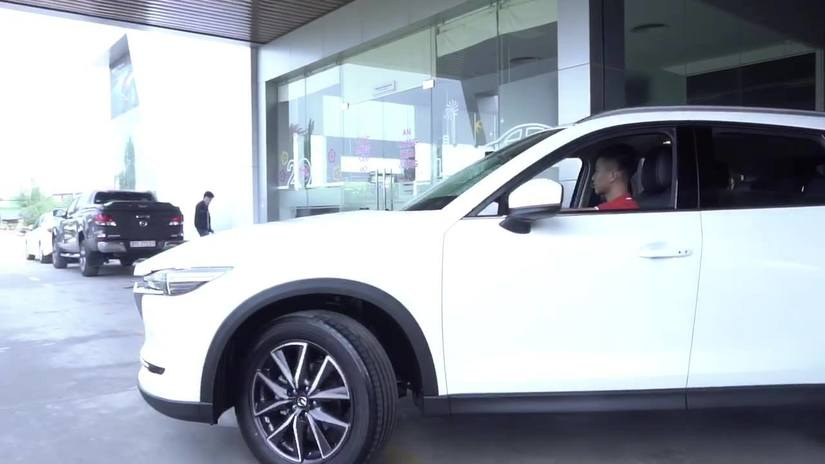 Phan Văn Đức về Nghệ An mua ô tô tiền tỷ trước thềm năm mới