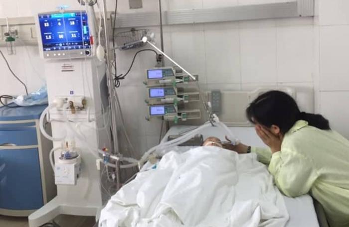 Bé trai 8 tháng suýt chết sặc vì hóc chuối tiêu