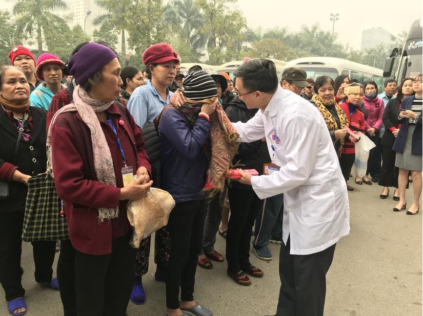 Chuyến xe yêu thương đưa hơn 1000 người bệnh về quê đón Tết 3