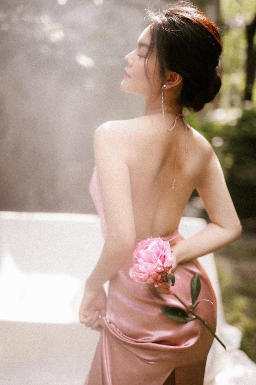 Phạm Quỳnh Anh gợi cảm trong bộ ảnh đón Xuân