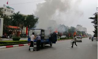 Vừa đi vừa nấu bánh chưng, xe tải bốc cháy nghi ngút giữa đường