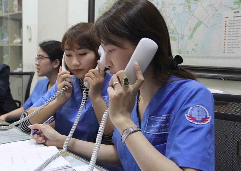 Nhân viên trực tổng đài tại Trung tâm cấp cứu 115 Hà Nội làm việc 24/24h ngày Tết