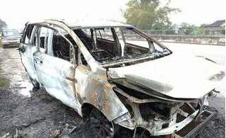 Thuê xe về quê ăn Tết, chưa tới nhà xe đã cháy rụi