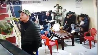 Nam Định: Một gia đình bị 'khủng bố' bằng dầu luyn, mắm tôm ngày 29 Tết