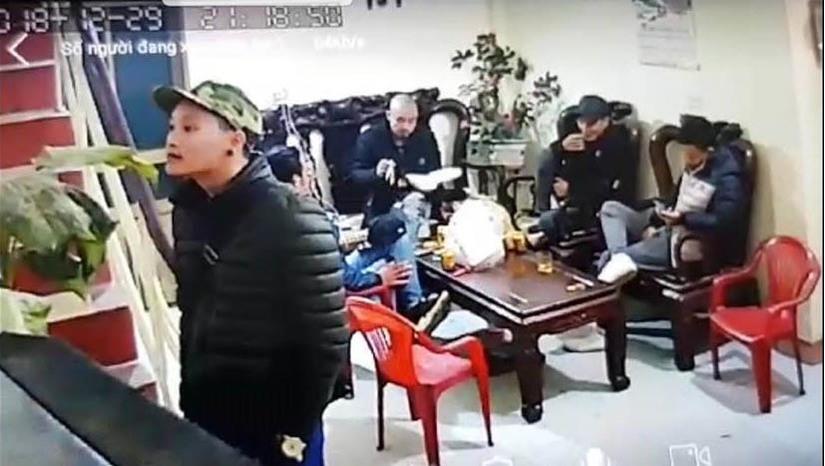 Nhóm đối tượng mang dầu luyn đi đòi nợ ở Nam Định.