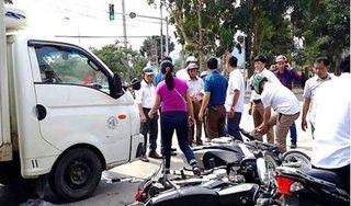 Xe tải tông hàng loạt xe máy dừng đèn đỏ, nhiều người nhập viện
