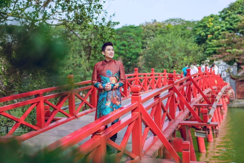Ca sĩ nhiều sổ đỏ nhất showbiz Quang Hà diện áo dài du xuân
