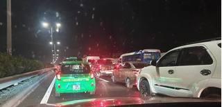Xả trạm thu phí trên cao tốc Pháp Vân - Cầu Giẽ do ùn tắc kéo dài