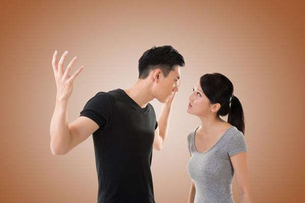 Chồng 'cấm' vợ đi làm, bị phạt bao nhiêu tiền?