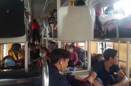 Bắt xe khách Nam Định 40 chỗ 'nhồi nhét' tới 72 người