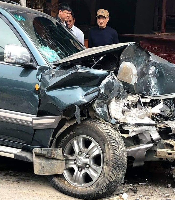 Hải Phòng: Xe ô tô 7 chỗ đi ngược chiều gây tai nạn liên hoàn3
