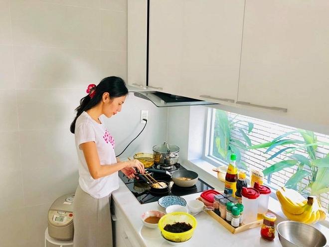 Thương Thủy Tiên nấu nướng vất vả, Công Vinh đòi cưới vợ bé