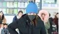 Giữa 'tâm bão' ly thân chồng tỷ phú, Triệu Vy xuất hiện mệt mỏi ở sân bay