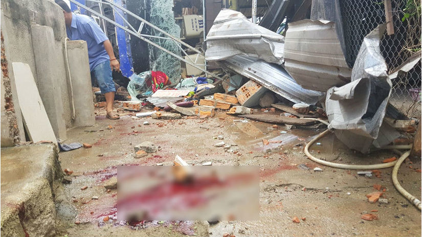 Hiện trường xe khách tông vào nhà dân, hàng chục hành khách nhập viện
