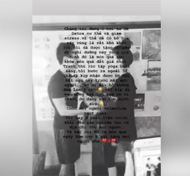 Hồ Ngọc Hà chia sẻ video nhận quà của Kim Lý trong tình huống khá hài hước.