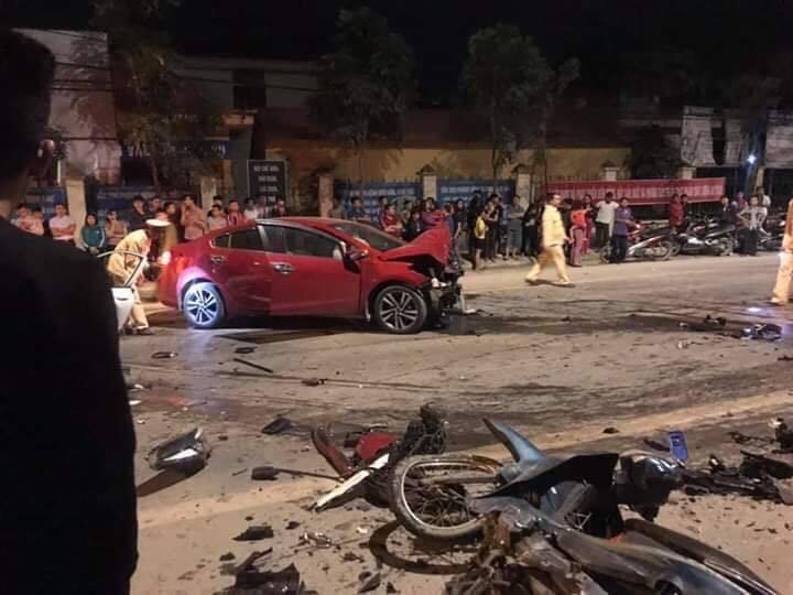 Vĩnh Phúc: Hai ô tô đấu đầu, 4 người thương vong2