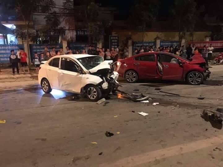 Vĩnh Phúc: Hai ô tô đấu đầu, 4 người thương vong