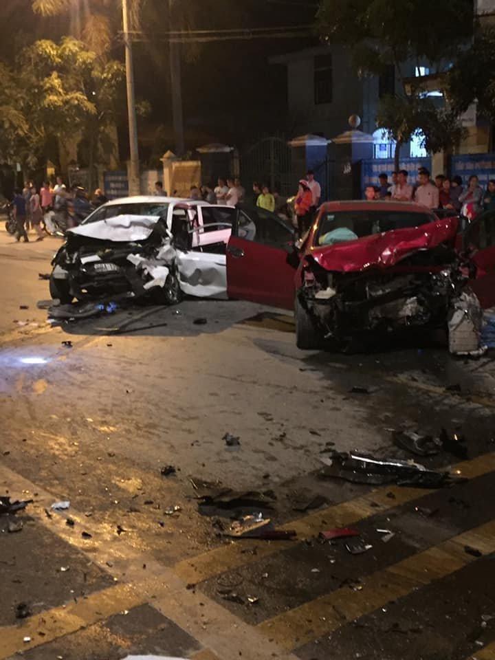 Hiện trường vụ việc 2 ô tô đấu đầu khiến 4 người thương vong ở Vĩnh Phúc6