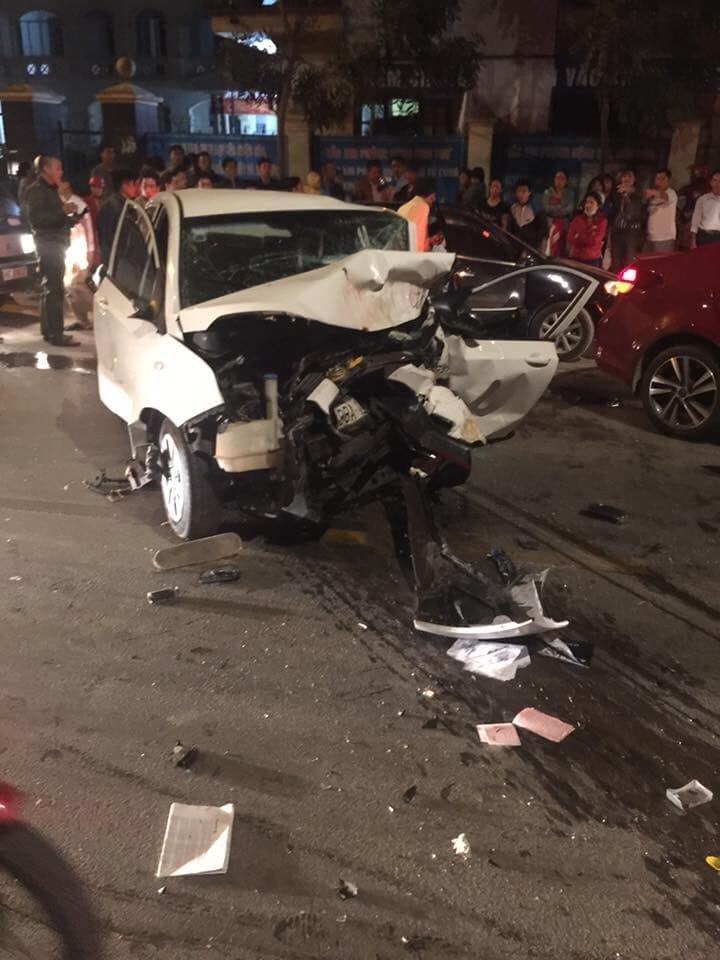Hiện trường vụ việc 2 ô tô đấu đầu khiến 4 người thương vong ở Vĩnh Phúc9