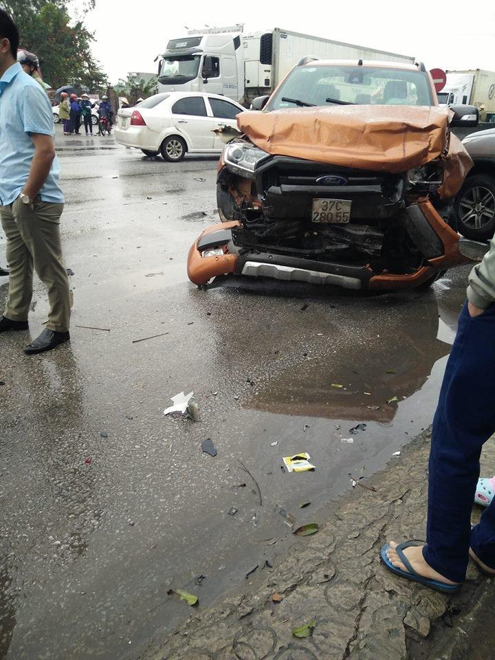 Vụ tai nạn liên hoàn trên QL1A sáng nay khiến nhiều người thương vong.