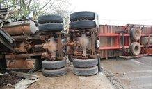 Tai nạn liên hoàn trên QL1A, nhiều người thương vong
