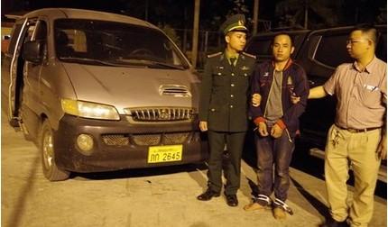 Bắt giữ nhóm đối tượng vận chuyển 294kg ma túy đá từ Lào về Việt Nam