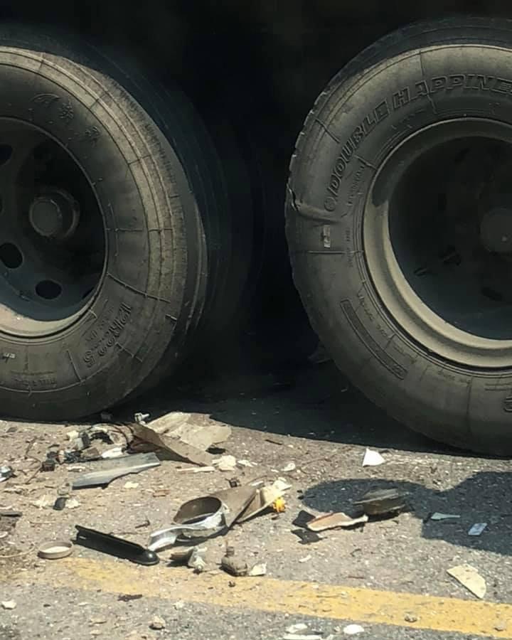 Hiện trường vụ ô tô chở khách va chạm xe container khiến nhiều khách nước ngoài bị thương5
