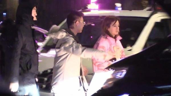 Hình ảnh Triệu Vy say xỉn rười quán karaoke sau khi bị đồn ly hôn chồng