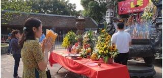 Chưa khai hội đền Trần, du khách đã có ấn trong tay