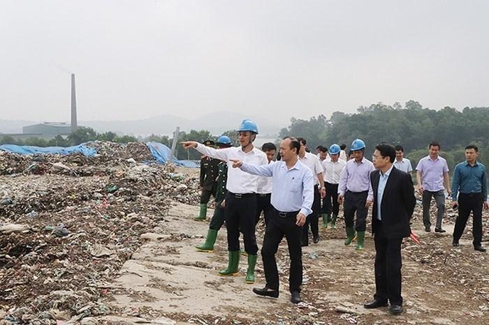 Phó Bí thư Thành ủy Hà Nội Đào Đức Toàn thị sát khu xử lý chất thải rắn Xuân Sơn
