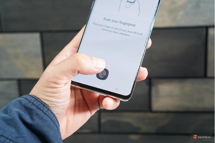 Samsung Galaxy S10 nhiều đột phá, giá từ 23 triệu đồng