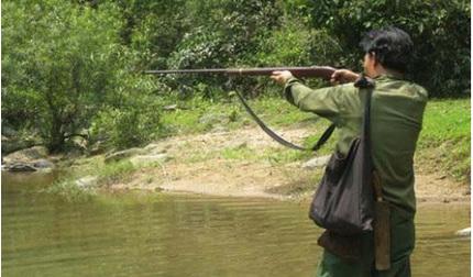 Giả tiếng gà rừng để bẫy thú, nam thanh niên bị thợ săn bắn tử vong
