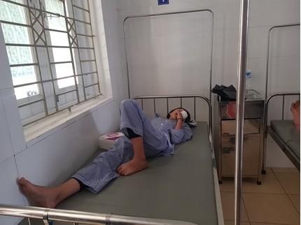 Bình thí nghiệm phát nổ trong giờ thực hành, nữ sinh rách giác mạc