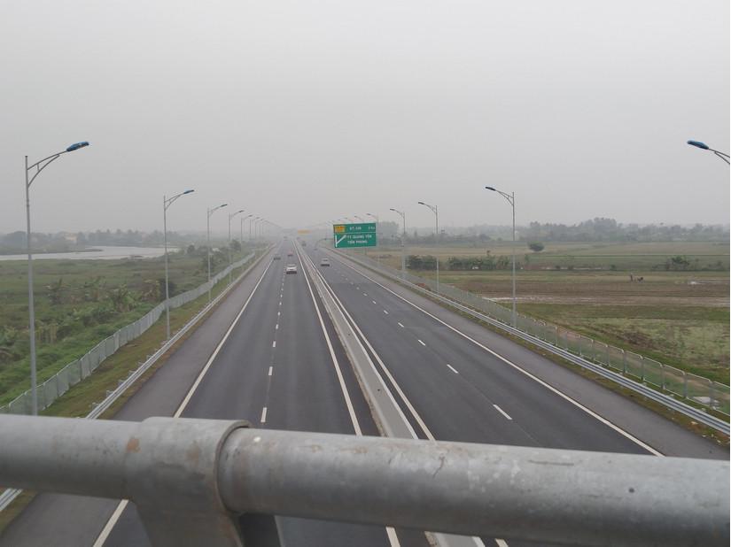 Nhóm đối tượng ném đá vào các phương tiện lưu thông trên đường cao tốc Hạ Long - Hải Phòng khai gì?2
