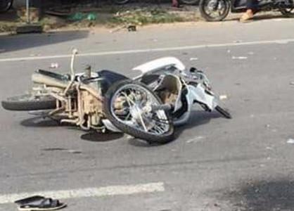 Bắc Giang: Xe chở công nhân va chạm xe máy, người phụ nữ tử vong tại chỗ
