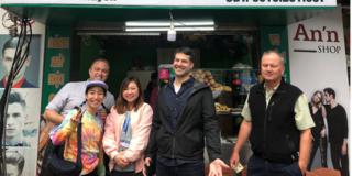 Phóng viên quốc tế hội nghị Mỹ - Triều thích thú với nem, phở, bánh mì...