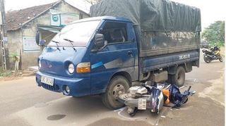 Truy đuổi xe tải chở gỗ lậu, một cán bộ công an bị tông nhập viện