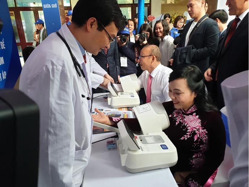 Thủ tướng Nguyễn Xuân Phúc cùng các Bộ trưởng phát động chương trình Sức khỏe Việt Nam 5