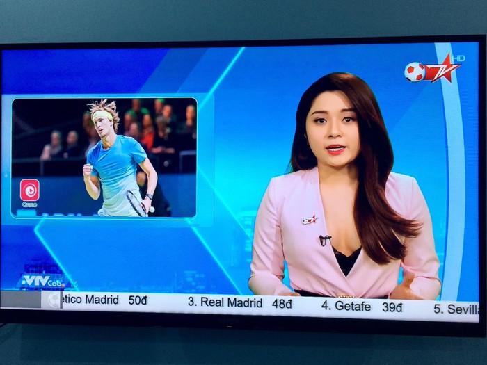 Nữ MC thể thao ăn mặc gợi cảm trên sóng truyền hình