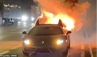 Chi 300 triệu đồng bảo hành Lamborghini mạ vàng, tài xế vừa lái thử đã phát nổ