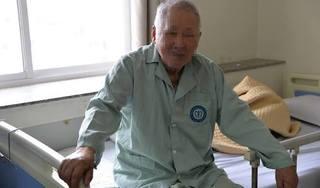 """Cụ ông Hà Nam bị bỏng nặng vì tin vào """"Cặp đá kỳ diệu"""""""