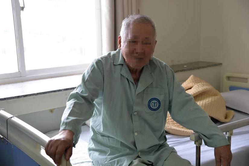 Cụ ông Hà Nam bị bỏng nặng vì tin vào Cặp đá kỳ diệu