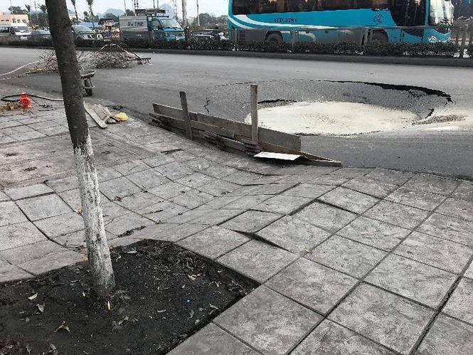 Quảng Ninh: Bất ngờ xuất hiện 'hố tử thần' cạnh BOT Biên Cương