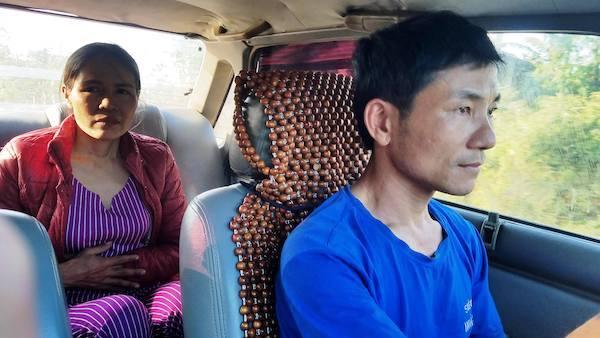 Vợ chồng nông dân mua xe ô tô trăm triệu chở bệnh nhân nghèo miễn phí