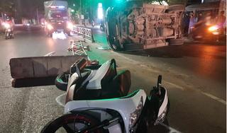 Xe của sở Ngoại vụ tông giải phân cách khiến 2 người bị thương